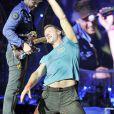 Chris Martin et son groupe Coldplay en concert à Londres, le 1er juin 2012.