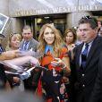Céline Dion pose pour les photographes lorsqu'elle sort des studios de la NBC à New York. Le 21 juillet 2016