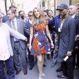 Céline Dion pose pour les photographes lorsqu'elle sort des studios de la NBC à New York. Le 21 juillet 2016. Elle est accompagnée de son producteur Aldo Giampolo et de son designer Law Roach.