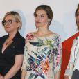 La reine Letizia d'Espagne, vêtue d'une robe Zara achetée en 2011 pour la modique somme de 39,95 euros, présidait le 21 juillet 2016 la remise des Prix nationaux de la mode à Madrid.