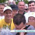 Laurent Luyat très ému en entendant sa maman au téléphone, lors de la dernière de Village Départ, dimanche 24 juillet 2016, sur France 3