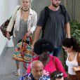 Liam Hemsworth et Miley Cyrus prennent un vol à Brisbane en Australie le 1er mai 2016.