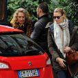 Béatrice Borromeo et sa grand-mère Marta Marzotto font du shopping dans les rues de Milan le 12 février 2016
