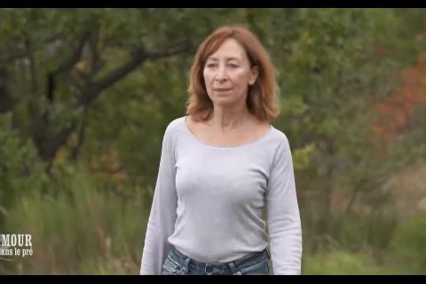 L'amour est dans le pré : Karine Le Marchand se douche chez une agricultrice !