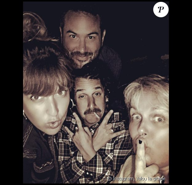 L'animatrice Valérie Damidot en vacances sur l'Île de Ré avec Daphné Bürki, Sylvain Quimène et Bruce Toussaint. Fin juillet/début août 2016.