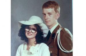 Amélie Neten dévoile la photo de mariage très vintage de ses parents...