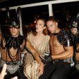 """Marcia Cross entourée de chippendales lors de la soirée """"Lifestyle Night"""" à Palma de Majorque, Espagne, le 4 août 2016."""