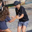 Felipe Froilan Marichalar, fils de l'infante Elena d'Espagne, s'est retrouvé tout habillé à l'eau en chahutant avec ses copains et ses cousins à l'école de voile Calanova à Palma de Majorque le 5 août 2016.