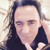 Tom Hiddleston sur Instagram : 1er selfie troublant, Robert Downey Jr. se moque
