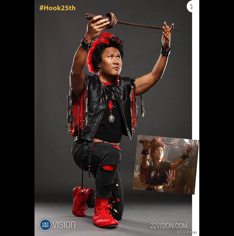 dante basco pour le 25e anniversaire de hook ou la revanche du capitaine crochet purepeople. Black Bedroom Furniture Sets. Home Design Ideas