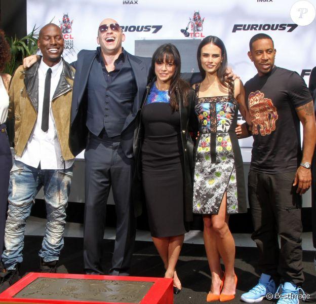 Vin Diesel, Michelle Rodriguez, Jordana Brewster, Ludacris, Tyrese Gibson - Vin Diesel laisse ses empreintes dans le ciment hollywoodien au TCL Chinese Theater à Hollywood, le 1er avril 2015