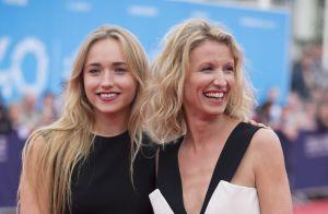 Alexandra Lamy et sa fille Chloé entourées de charmants garçons pour l'apéro
