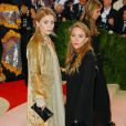 "Les jumelles Mary-Kate et Ashley Olsen - Soirée Costume Institute Benefit Gala 2016 (Met Ball) sur le thème de ""Manus x Machina"" au Metropolitan Museum of Art à New York, le 2 mai 2016."