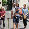 Katherine Heigl (enceinte) fait du shopping en famille avec son mari Josh Kelley et ses filles Adalaide et Nancy à Glendale le 13 août 2016.