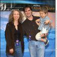 Thomas Gibson, son épouse Christine et leur fils James à Los Angeles le 17 novembre 2002