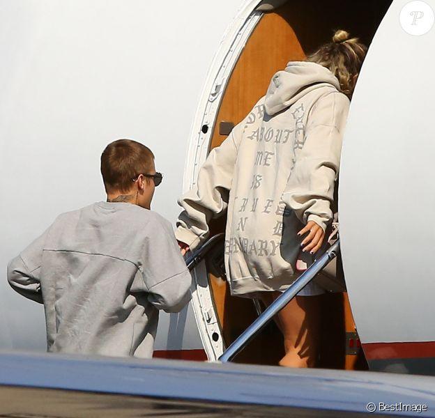 Justin Bieber et Sofia Richie montent dans un jet privé à Van Nuys (Los Angeles) le 26 août 2016