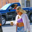 Sofia Richie fête son anniversaire avec des amis à West Hollywood. Elle est allée déjeuner au restaurant Mauro appartenant à Fred Segal, puis boire un verre au Earth Bar avant de se rendre au bureau de Justin Bieber le 24 août 2016