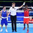 L'Anglaise Nicola Adams bat Sarah Ourahmoune en finale de boxe féminine, catégorie des -51kg, à Rio lors des Jeux olympiques, le 20 août 2016.