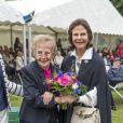 La reine Silvia de Suède assiste à la Journée dédiée au respect des personnes âgées dans le parc du palais Ekebyhov à Ekerö, en Suède, le 31 août 2016.