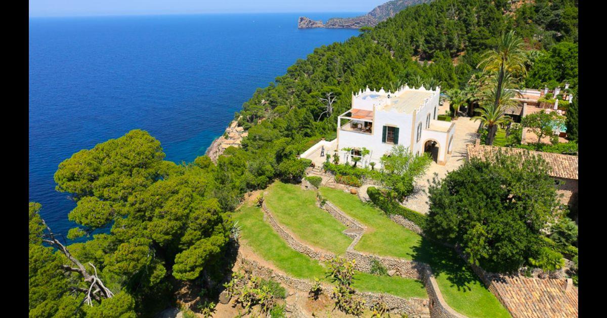 Michael douglas catherine zeta jones admirez leur villa brad e - Villa de star a vendre ...