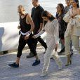 """Kim Kardashian et Kendall Jenner au Défilé """"Yeezy season 4"""" de Kanye West au Franklin D. Roosevelt Four Freedoms Park à New York le 7 septembre 2016."""