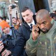 """Kanye West quitte le défilé de mode """"Dries van Noten"""", collection prêt-à-porter automne-hiver 2015/2016, à Paris. Le 4 mars 2015"""