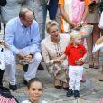 Le prince Albert II et la princesse Charlene de Monaco ont pris part avec leur fils le prince héréditaire Jacques de Monaco, fasciné par les danseuses, au traditionnel pique-nique (cavagnëtu) de rentrée organisé le 10 septembre 2016 pour les Monégasques dans le parc Princesse Antoinette. Deux arbres ont été plantés et bénis en son honneur et celui de sa soeur la princesse Gabriella, absente. © Olivier Huitel /Pool restreint Monaco / Bestimage
