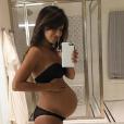 Hilaria Baldwin pose enceinte de son troisième enfant. (photo postée le 6 août 2016)