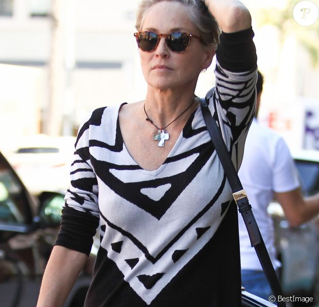 Exclusive - Sharon Stone va déjeuner à Beverly Hills le 14 septembre 2016.