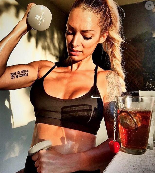 Emilie Nef Naf, sublime en bikini, fait du sport à Playa del Carmen au Mexique, juillet 2016.