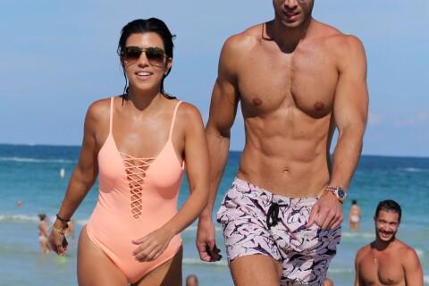 Kourtney Kardashian bombesque en maillot de bain et en charmante compagnie