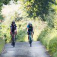 La comtesse Sophie de Wessex lors d'un de ses derniers entraînements de vélo avec son coach à Farnham, le 15 septembre 2016, à quatre jours de son défi entre Edimbourg et Londres pour les 60 ans du prix Duc d'Edimbourg.
