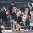 Exclusif - Angelina Jolie et ses enfants Shiloh, Knox, Vivienne, Pax et Zahara Jolie-Pitt arrivent à l'aéroport de Los Angeles pour prendre un vol, le 6 novembre 2015.