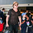 Brad Pitt et Angelina Jolie arrivent avec leurs enfants Maddox, Pax, Zahara, Shiloh, Vivienne et Knox à l'aéroport de LAX à Los Angeles, le 5 juillet 2015