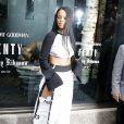 """Rihanna présente sa collection """"Fenty x Puma"""" dans le pop-up store du magasin Bergdorf Goodman à New York, le 6 septembre 2016."""