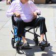 Exclusif - No Web - Kirk Douglas, en fauteuil roulant, se rend à un rendez-vous médical à Beverly Hills le 29 juin 2016. L'acteur aura 100 ans le 9 décembre 2016.