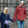 Dakota Fanning et son petit-ami Jamie Strachan se promènent à New York, le 24 avril 2015