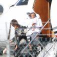 Kim Kardashian et ses enfants Saint et North, accompagnés de Kris Jenner, sont de retour à Los Angeles après quelques jours à New York, le 6 octobre 2016.
