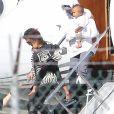 Kim Kardashian de retour à Los Angeles avec sa mère Kris et ses enfants Saint et North, le 6 octobre 2016