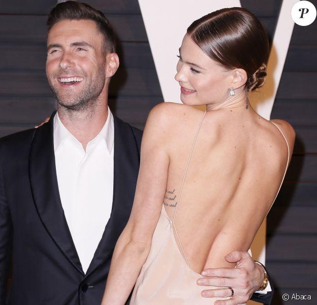 """Behati Prinsloo et son mari Adam Levine à la soirée """"Vanity Fair Oscar Party"""" à Hollywood, le 22 février 2015."""
