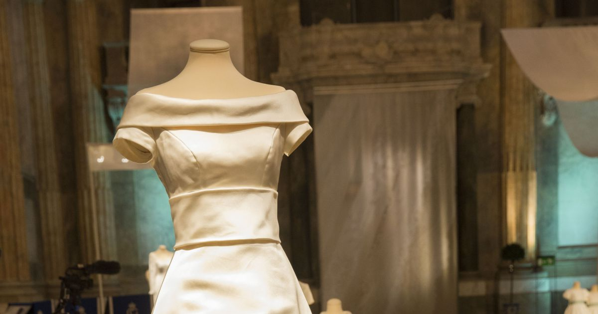 la robe de mari e de la princesse victoria de su de lors. Black Bedroom Furniture Sets. Home Design Ideas