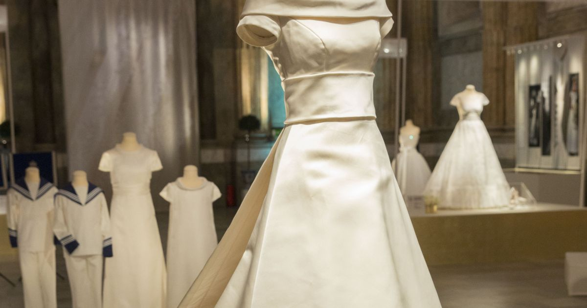 La robe de mari e et les accessoires de la princesse for Code de robe de mariage de palais de justice