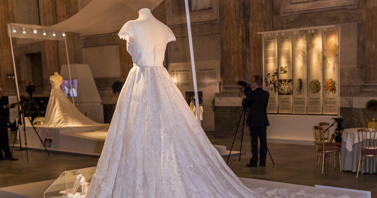 robe de mari e de la princesse madeleine de su de lors de. Black Bedroom Furniture Sets. Home Design Ideas