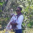Exclusif - Kerry Washington, son mari Nnamdi Asomugha et leur fille Isabelle passent leur journée chez des amis pour un barbecue. L'occasion de regarder la coupe du monde de football entre amis. Los Angeles, le 22 juin 2014
