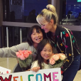 Laeticia Hallyday, de retour du Vietnam, a reçu un accueil surprise de ses filles et de son époux - À Los Angeles, octobre 2016.