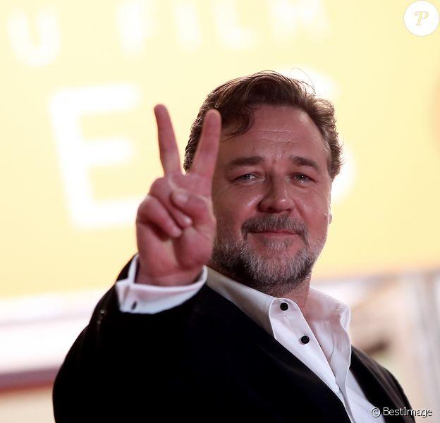"""Russell Crowe à la Montée des marches du film """"The Nice Guys"""" lors du 69ème Festival International du Film de Cannes. Le 15 mai 2016. © Borde-Jacovides-Moreau/Bestimage"""