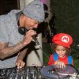Nick Cannon et son fils Moroccan à la soirée d'Halloween de Mariah Carey. Photo publiée sur Instagram le 24 octobre 2016