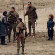 """Peter Dinklage et Kit Harington sur le tournage de la série """"Game of Thrones 7"""" à Zumaia le 24 octobre 2016."""