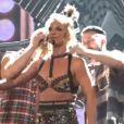Britney Spears en concert à Las Vegas le 23 octobre 2016, perd le haut de son costume sur scène.
