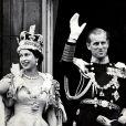 La reine Elisabeth II et son mari le prince Philip au balcon du palais de Buckingham le jour du couronnement, le 2 juin 1953.